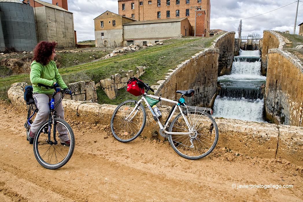 El Canal de Castilla en bicicleta