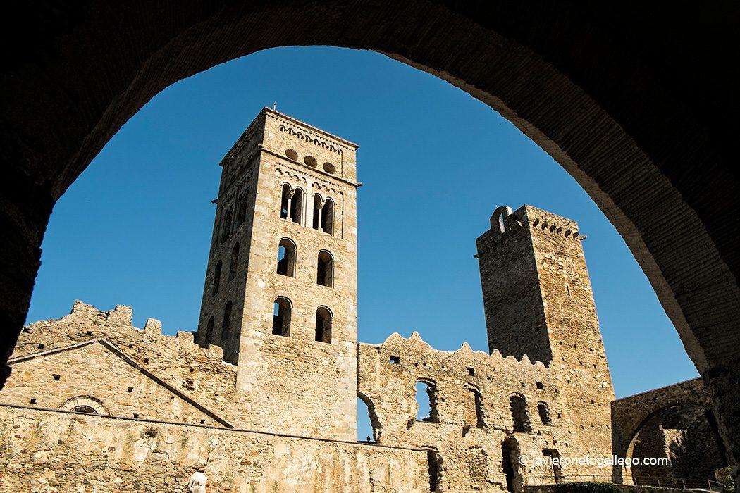 Monasterio de Sant Pere de Rodes. Costa Brava. Gerona. España © Javier Prieto Gallego;
