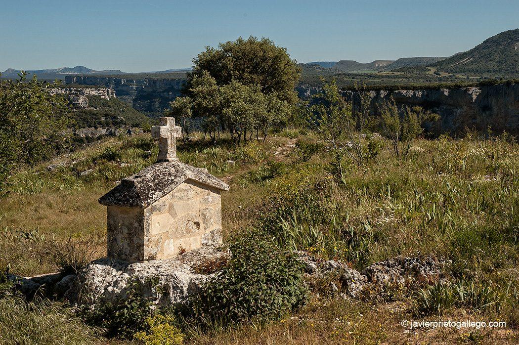 Ermita dedicada a las santas Centola y Elena Valdelateja. Cañones del Ebro y del Rudrón. Burgos. Castilla y León. España © Javier Prieto Gallego