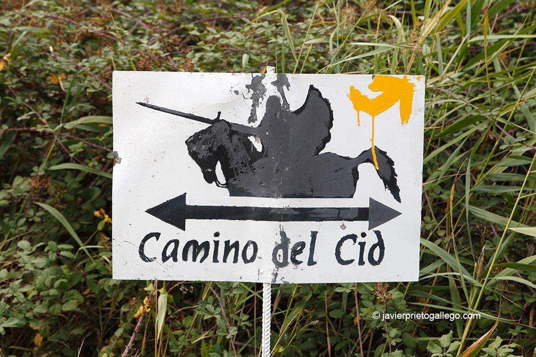 El Camino de la Lana y el Camino del Cid comparten señalización en muchos tramos. Ruta del Cid. Camino de la Lana. Burgos. Castilla y León. España. © Javier Prieto Gallego