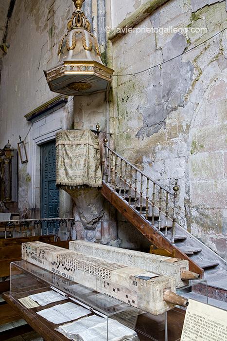 Púlpito de la iglesia de la Colegiata de Valpuesta. Burgos. Castilla y León. España. © Javier Prieto Gallego