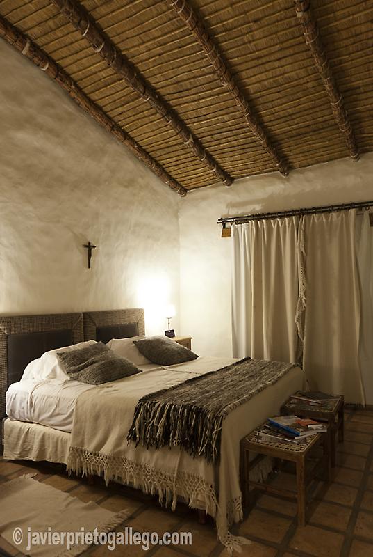 """Una habitación de la estancia jesuítica """"Las Carreras"""" a 12 km de Tafí del Valle. Fue construida en torno 1718. Hotel rural. Provincia de Tucumán. Argentina © Javier Prieto Gallego. www.estancialascarreras.com"""