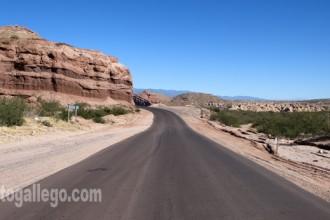 La ruta 68 a su paso por la quebrada de Las Conchas. Argentina.