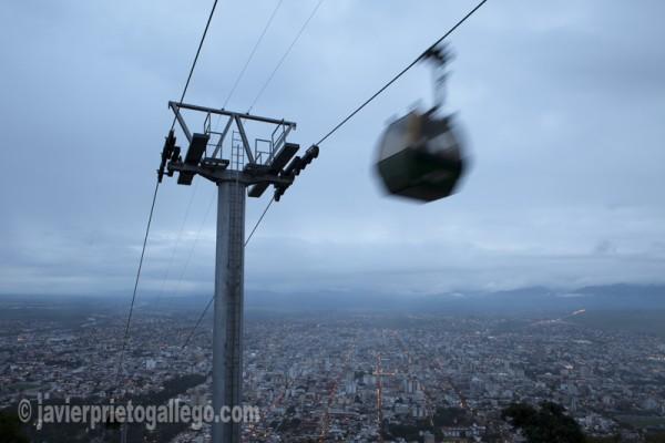 Teleférico de subida al cerro de San Bernardo, a 1458 m. de altitud. Localidad de Salta. Provincia de Salta. Región Norte Argentino. Argentina © Javier Prieto Gallego