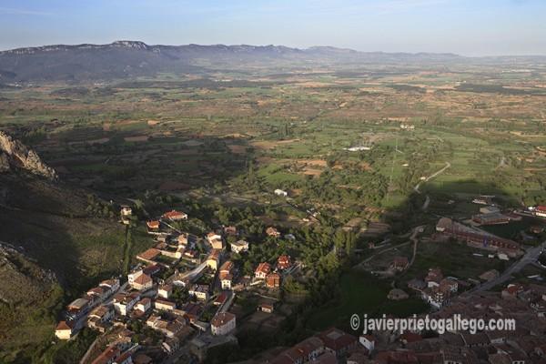Vista de Poza de la Sal y La Bureba desde lo alto del castillo. Poza de la Sal. Burgos. Castilla y León. España © Javier Prieto Gallego