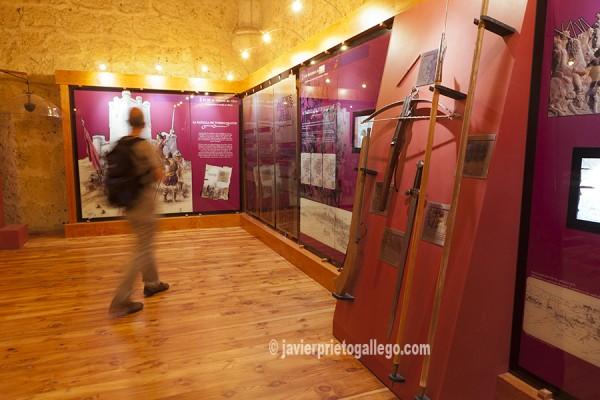 Centro de interpretación del Movimiento Comunero instalado en el interior de la torre del homenaje. Castillo de Torrelobatón y molinos de viento. Valladolid. Castilla y León. España © Javier Prieto Gallego