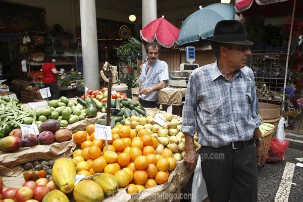Puestos de fruta en el Mercado dos Lavradores. Funchal. Portugal. © Javier Prieto Gallego