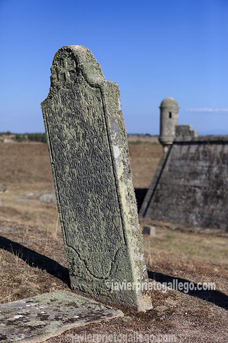 Cementerio militar ubicado sobre las murallas de la fortificación de Almeida. Región de Beira. Portugal. © Javier Prieto Gallego
