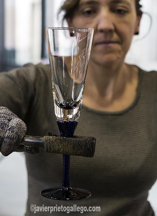 Elaboración artesanal de copas de vidrio en la Real Fábrica de Cristales de la Granja. San Ildefonso. Segovia. Castilla y León. España.©Javier Prieto Gallego.