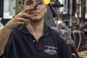 Elaboración artesanal de copas de vidrio en la Real Fábrica de Cristales de la Granja. San Ildefonso. Segovia. Castilla y León. España. ©Javier Prieto Gallego