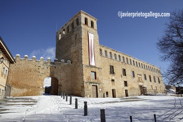 Puerta del Mercado y Palacio de los Frías. Siglo XVI. Berlanga de Duero. Soria. Castilla y León. España. © Javier Prieto Gallego
