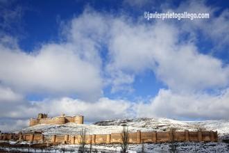 Imagen invernal del castillo y murallas de Berlanga de Duero. Soria. Castilla y León. España. © Javier Prieto Gallego