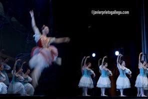 Ballet Nacional de Cuba. Don Quijote. Como homenaje al IV Centenario de El Quijote, el Ballet Nacional de Cuba, bajo la dirección de Alicia Alonso, presenta en España su versión de Don Quijote, clásica en su repertorio. Música de Ludwing Minkus. Representación en el Patio de San Benito, 21/7/2005. Valladolid. © Javier Prieto Gallego
