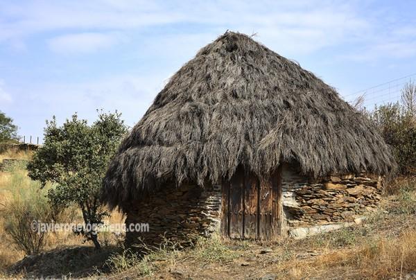 Chozo de pastor reconstruido en Villarreal de San Carlos Parque Nacional de Monfragüe. Cáceres. Extremadura. España. © Javier Prieto Gallego