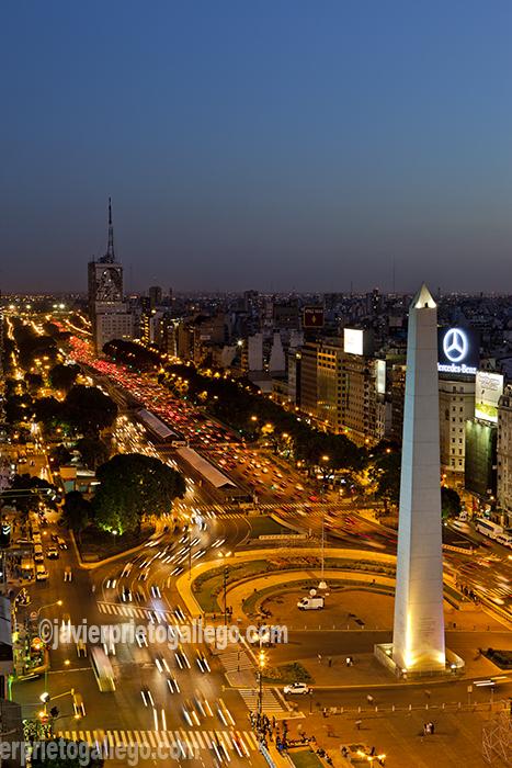 Obelisco de la plaza de la República. Avenida de 9 de julio. Atardecer. Buenos Aires. Argentina © Javier Prieto Gallego