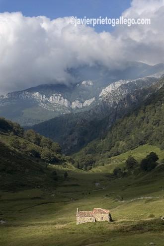 Ermita de Ventaniella. Valle de Sobrefoz. Asturias. España. Foto: Javier Prieto Gallego