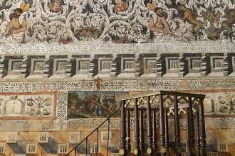 Púlpito en el interior del Santuario de Nuestra Señora del Ara. siglo XV. Los frescos decoran todo el interior del templo. Cerca de la localidad de Fuente del Arco. Comarca de Campiña Sur. Badajoz. Extremadura. España.© Javier Prieto Gallego