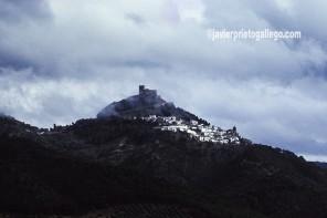 Localidad de Segura de la Sierra con su castillo en lo más alto. Sierras de Cazorla, Segura y Las Villas. Jaén. Andalucía. España ©Javier Prieto Gallego