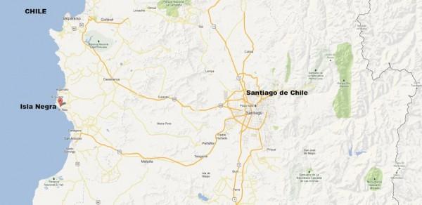 Isla Negra se localiza en la orilla del Pacífico, a 100 kilómetros de Santiago de Chile.
