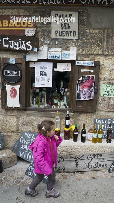 Tienda de productos típicos. San Martín de Trevejo. Sierra de Gata. Cáceres. Extremadura. España. © Javier Prieto Gallego