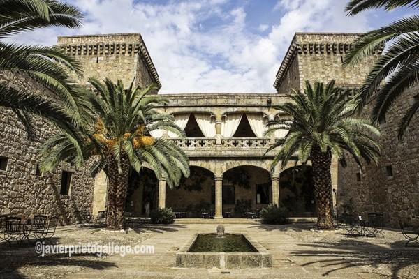 Patio del castillo de Oropesa. Parador de Turismo. Localidad de Jarandilla de la Vera. Comarca de la Vera. Cáceres. Extremadura. España. © Javier Prieto Gallego