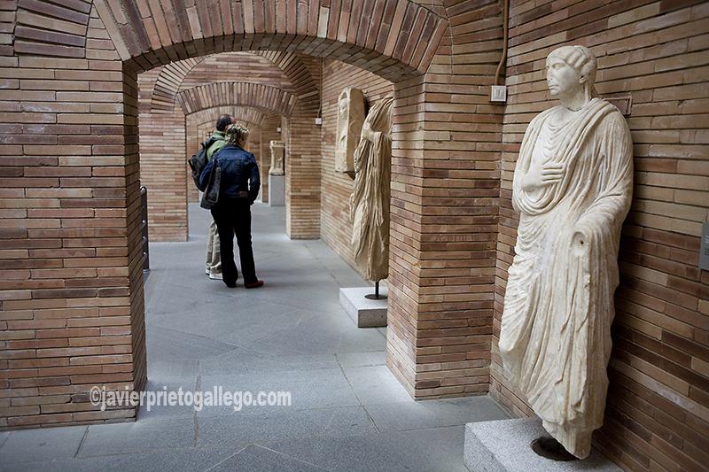Estatua femenina. Museo Romano. Localidad de Méridad. Badajoz. Extremadura. España. © Javier Prieto Gallego
