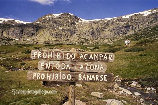 Circo glaciar de la Laguna Grande y cumbre de Peñalara (2.428 m), la máxima altitud del Parque Nacional de la Sierra de Guadarrama. Madrid. España © Javier Prieto Gallego