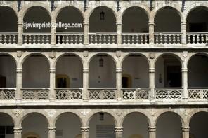 Patio del palacio de Santa Cruz. Valladolid. Castilla y León. España © Javier Prieto Gallego]