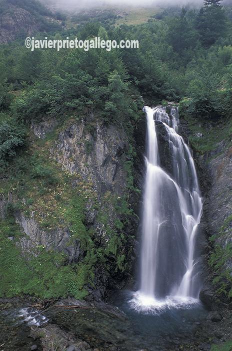 Cascada de Sauth deth Pish, en Arròs. Valle de Arán. Cataluña. España. © Javier Prieto Gallego;