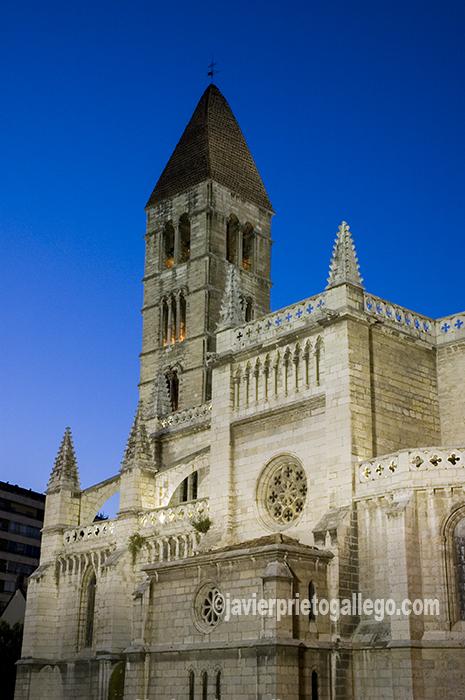 Iglesia de Santa María de la Antigua. Valladolid. Castilla y León. España. © Javier Prieto Gallego;