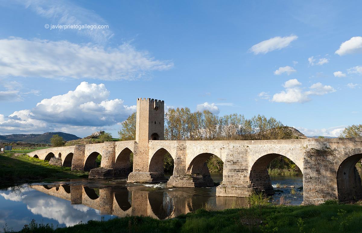 Puente medieval de Frías. Ciudad de Frías. Burgos. Castilla y León. España © Javier Prieto Gallego