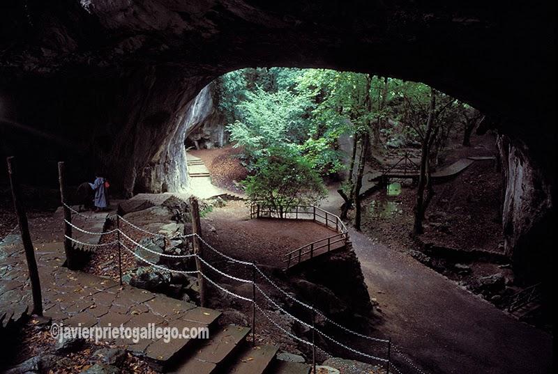 Interior de las Cuevas de Zugarramurdi. Navarra. España.© Javier Prieto Gallego;
