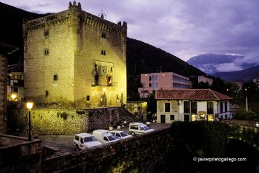 Torre del Infantado. Siglo XV. Potes. Liébana. Cantabria. España ©Javier Prieto Gallego