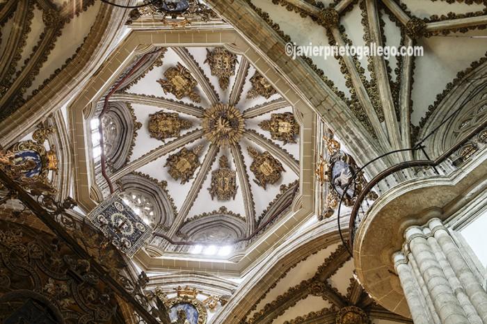 Crucero. Iglesia del monasterio de Guadalupe. Localidad de Guadalupe. Sierra de Villuercas. Cáceres. Extremadura. España. © Javier Prieto Gallego