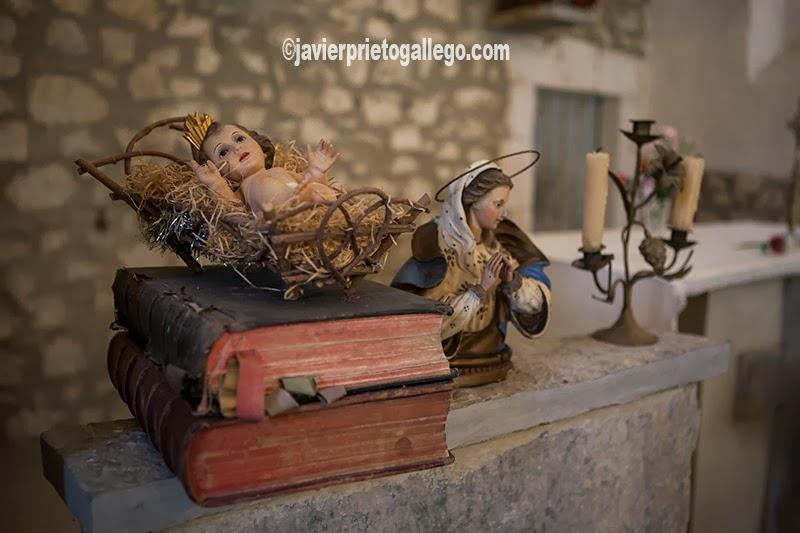Niño Jesús en la iglesia de El Vigo. Su representación de El Calvario la hace único. Localidad de El Vigo. Valle de Mena. Merindades. Burgos. Castilla y León. España. © Javier Prieto Gallego;