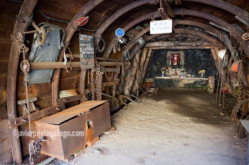 """""""Bocamina 50"""" convertida en un pequeño museo minero en el camino al hayedo de Ciñera de Gordón. Montaña Leonesa. León. Castilla y León. España © Javier Prieto Gallego"""