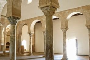 Espacio interior del templo mozárabe de San Miguel de Escalada (siglo X). [San Miguel de Escalada. León. Castilla y León. España, 2009 © Javier Prieto Gallego].