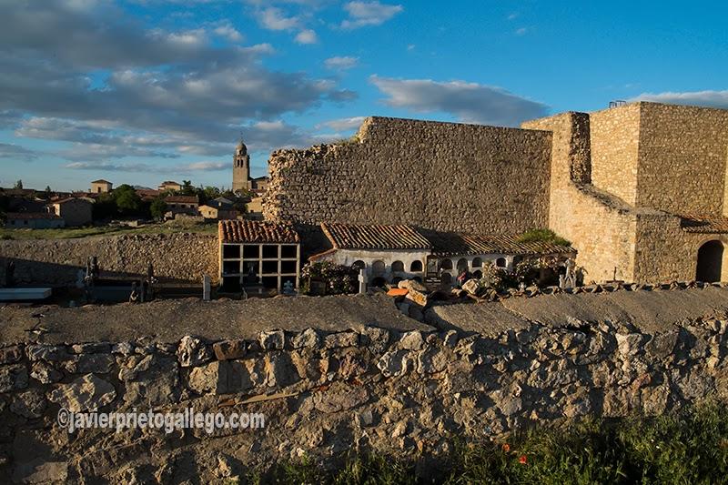 El cementerio ocupa el patio del castillo de Medinaceli desde el siglo XIX. Soria. Castilla y León. España. © Javier Prieto Gallego