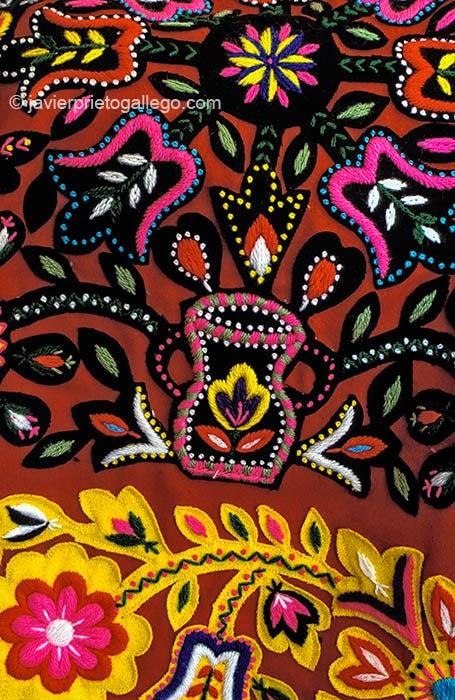 Bordado típico de la localidad de Carbajales de Alba, en la provincia de Zamora. El origen de estos bordados y sus diseños se remotan al siglo XVI. Carbajales de Alba. Zamora. Castilla y León. España © Javier Prieto Gallego