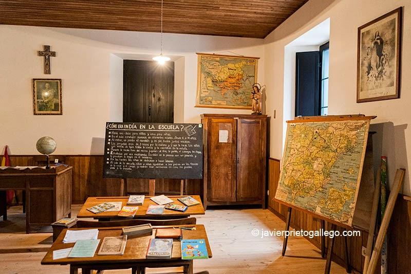 Foto: [Museo de la Escuela Rural. Concejo de Cabranes. Localidad de Viñón. Carretera Cabranes. Asturias. Viñón. Carretera AS-255 Km. 7,5- Asturias. España. © Javier Prieto Gallego]