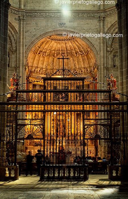 Iglesia de la iglesia del monasterio de La Vid. Tramo del GR-14 entre el monasterio de La Vid y Aranda de Duero. Burgos. Castilla y León. España. © Javier Prieto Gallego;