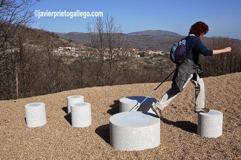 Uno de los miradores de la ruta frente a la localidad de Mogarraz. Camino del Agua. Mogarraz. Sierra de Francia. Salamanca.Castilla y León. España. © Javier Prieto Gallego