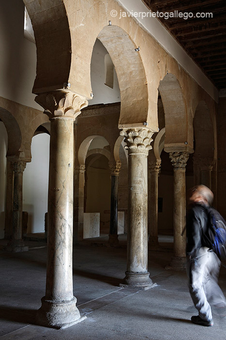 Espacio interior. Templo mozárabe. Siglo X. San Miguel de Escalada. León. Castilla y León. España © Javier Prieto Gallego
