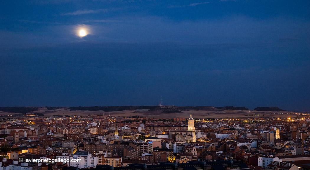 Valladolid en la noche siempre de paso for Tejados galicia