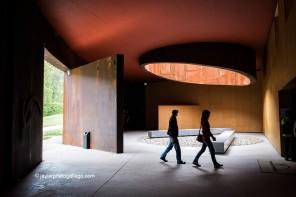El Parque de la Prehistoria de Teverga está situado a la entrada de la localidad asturiana de San Salvador de Alesga en el concejo de Teverga. Este parque es una representación de las cuevas más famosas de arte rupestre del mundo, centrado sobre todo en el arco atlántico. Están representadas Altamira, Covalanas, Lascaux, Niaux, Chauvet, Tito Bustillo, Candamo, Covaciella y Llonín. Teverga. Asturias. España. © Javier Prieto Gallego;