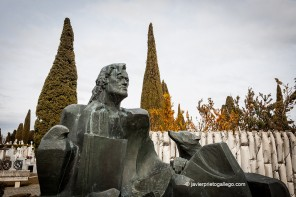 Tumba de Félix Rodríguez de la Fuente en el cementerio de Burgos. Castilla y León. España © Javier Prieto Gallego