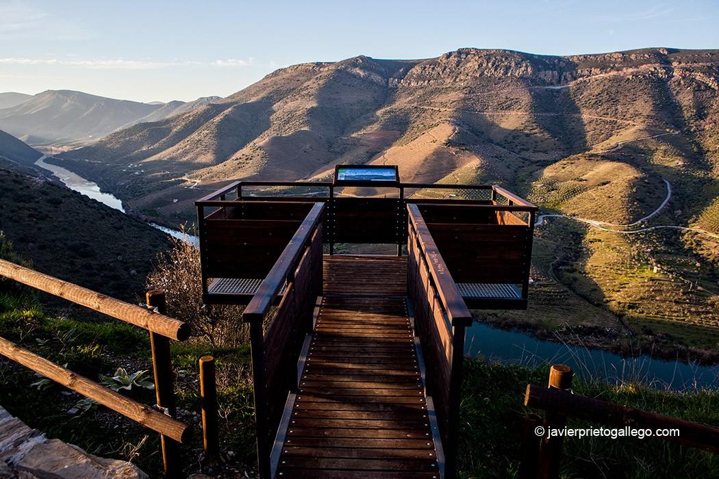 El mirador de Mafeito se asoma a los últimos kilómetros del Duero antes de pasar a Portugal. Salamanca. Castilla y León. España © Javier Prieto Gallego