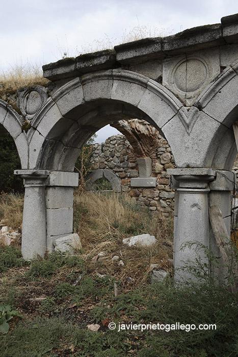 Ruinas del Palacio Real de Valsaín. Sendero de los Reales Sitios-Las Pesquerías Reales. La Granja-Valsaín. Segovia. España © Javier Prieto Gallego;