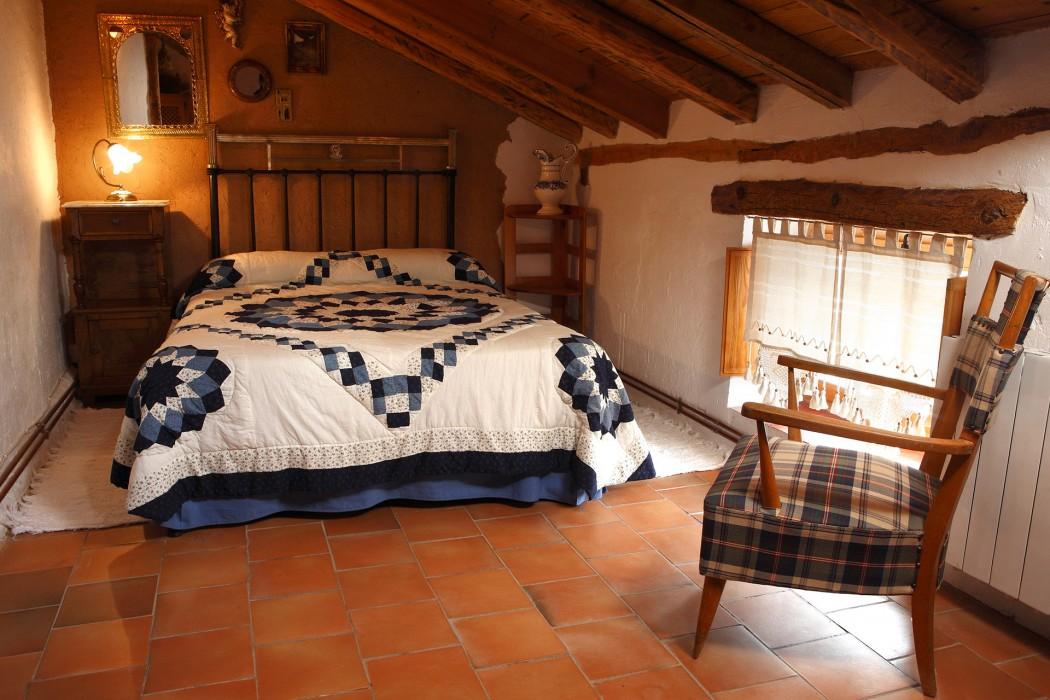 Casa rural La Vieja Olma. Dormitorio. Localidad de Roturas. Valladolid. Castilla y León. España. © Javier Prieto Gallego