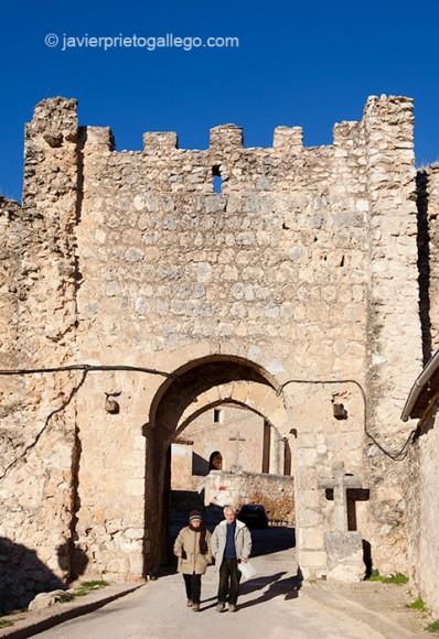La puerta del Arco es uno de los restos más visibles de la muralla que rodeó la localidad de Maderuelo. Segovia.Castilla y León. España. © Javier Prieto Gallego;